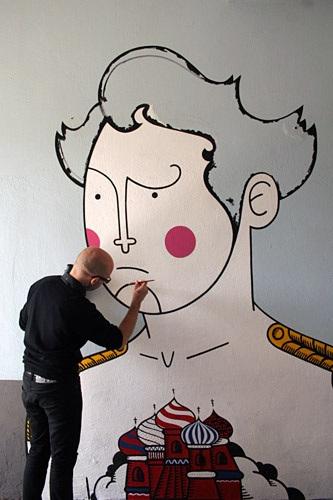 honet street art photo from web