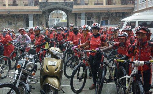 monache in bici